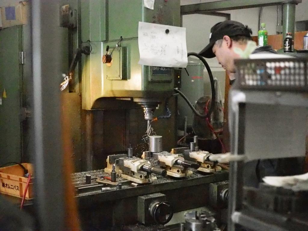 写真1 同社のNC機械によるフライス加工の様子
