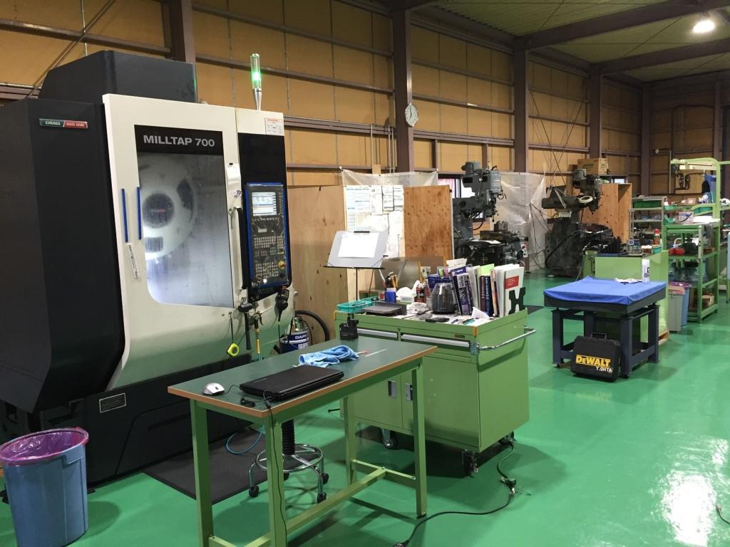 写真2 マシニング・汎用フライスが並ぶ工場内の様子